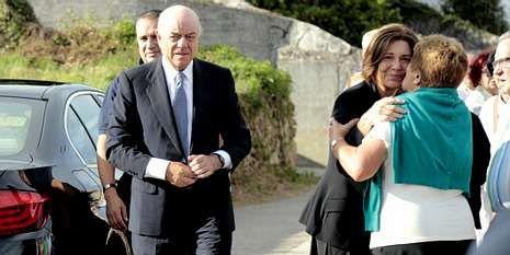 NCG Tira.Francisco González y su esposa, a su llegada a la iglesia.
