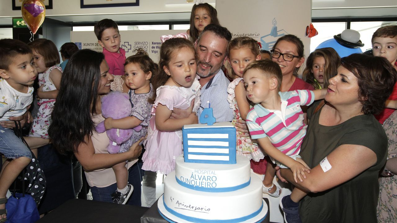 Lorena y Daniel, de 37 años, tienen dos hijos adolescentes y dos bebés