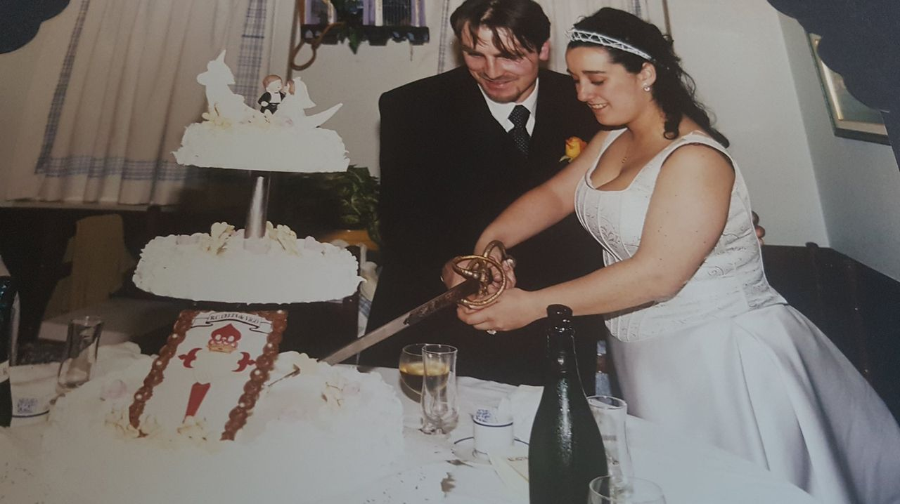 Amada y Emilio, boda en el Museo do Celta en Balaídos en el 2000