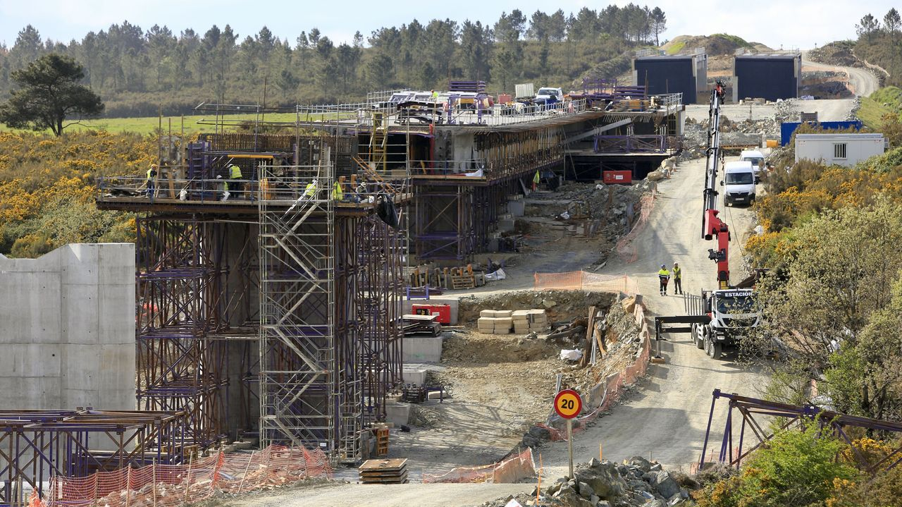 El viaducto del río Seco, en la imagen el pasado martes en obras, será uno de los que tendrá que ser reformado