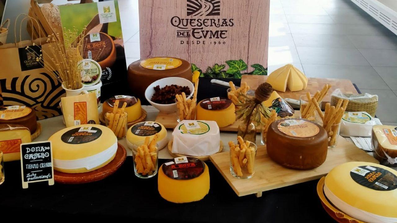 La Fundación Amancio Ortega entrega la escuela Amencer en Bembrive, Vigo.Exposición de quesos de la marca Queserías del Eume, con más de 60 años de historia
