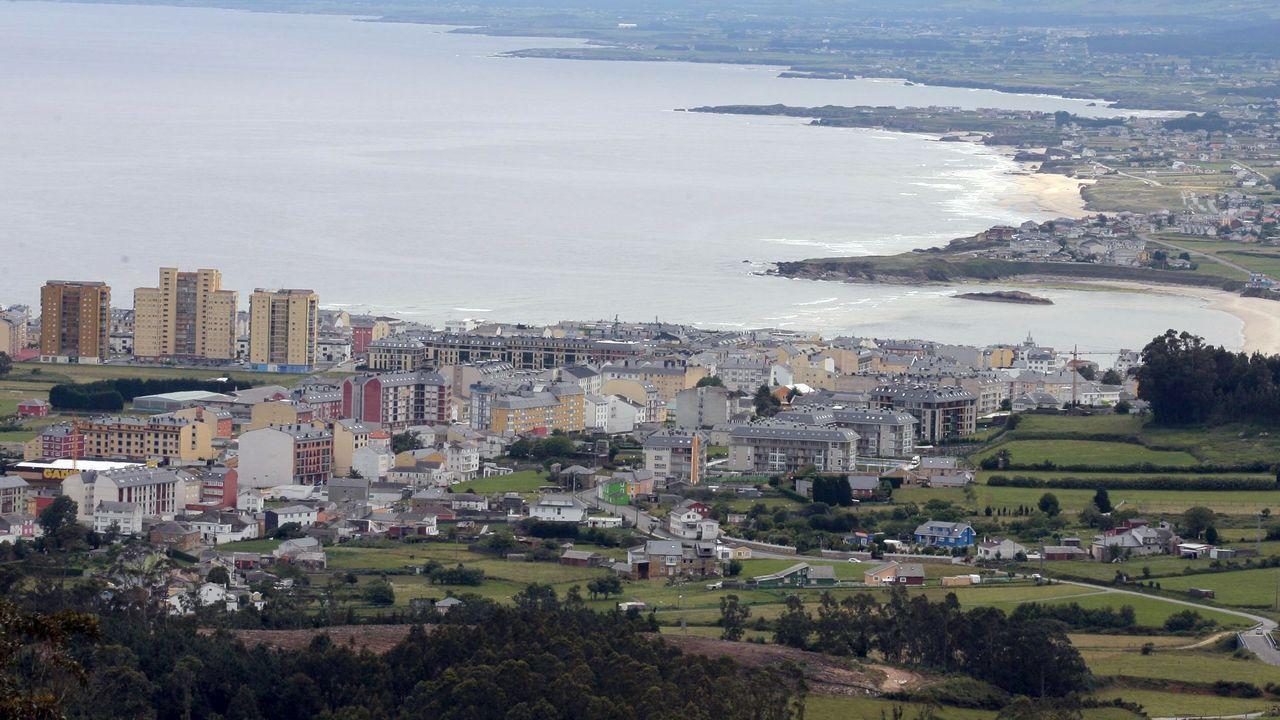 En primer término, vista parcial del centro urbano de Foz
