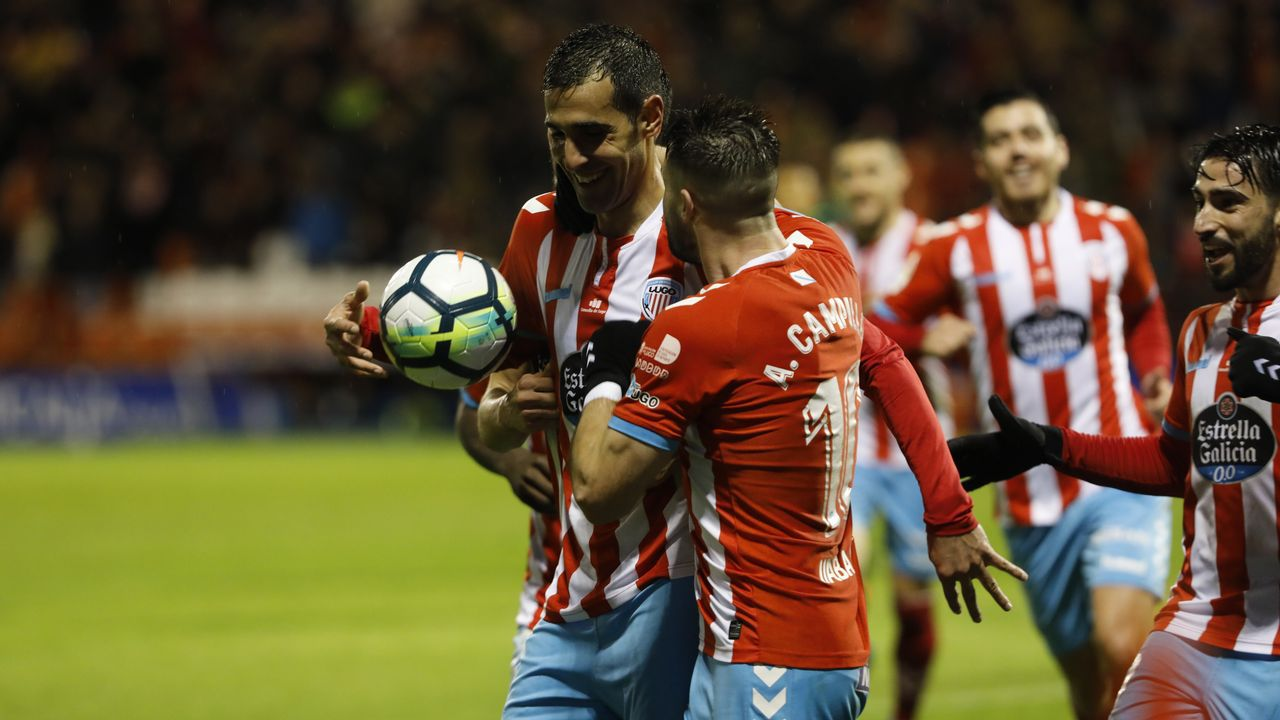 Folch disputa un balón frente al Granada