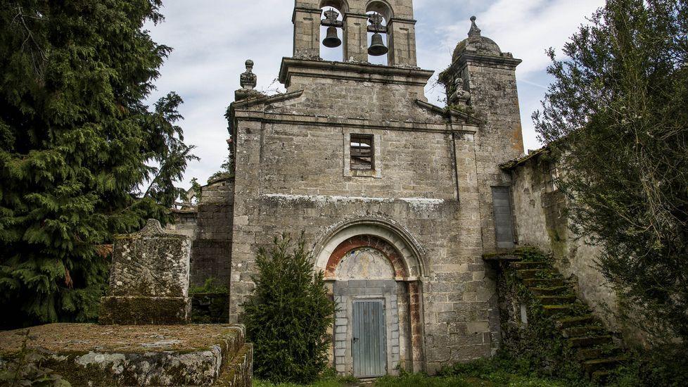 Fachada de la iglesia del monasterio abandonado de San Paio de Abeleda