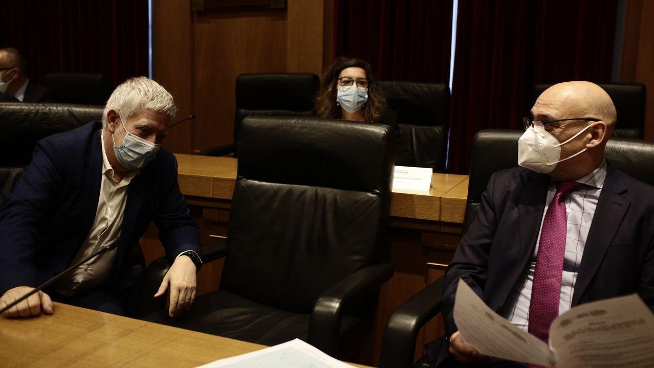 24 de los 27 concejales de Ourense piden la dimisión del alcalde.José Manuel Baltar, en la rueda de prensa que ofreció este lunes