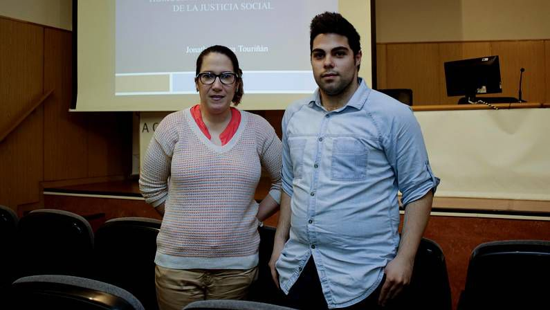 En Galicia hay más de 60.000 estudiantes en las tres universidades del la comunidad, que pagan unos 900 euros anuales por la matrícula sin repeticiones.