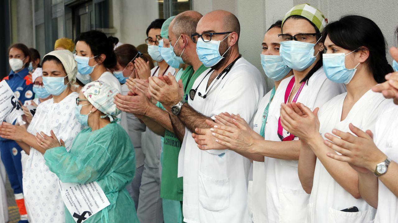 Madrugón para hacer deporte en Pontevedra.Concentración de sanitarios en el hospital Provincial