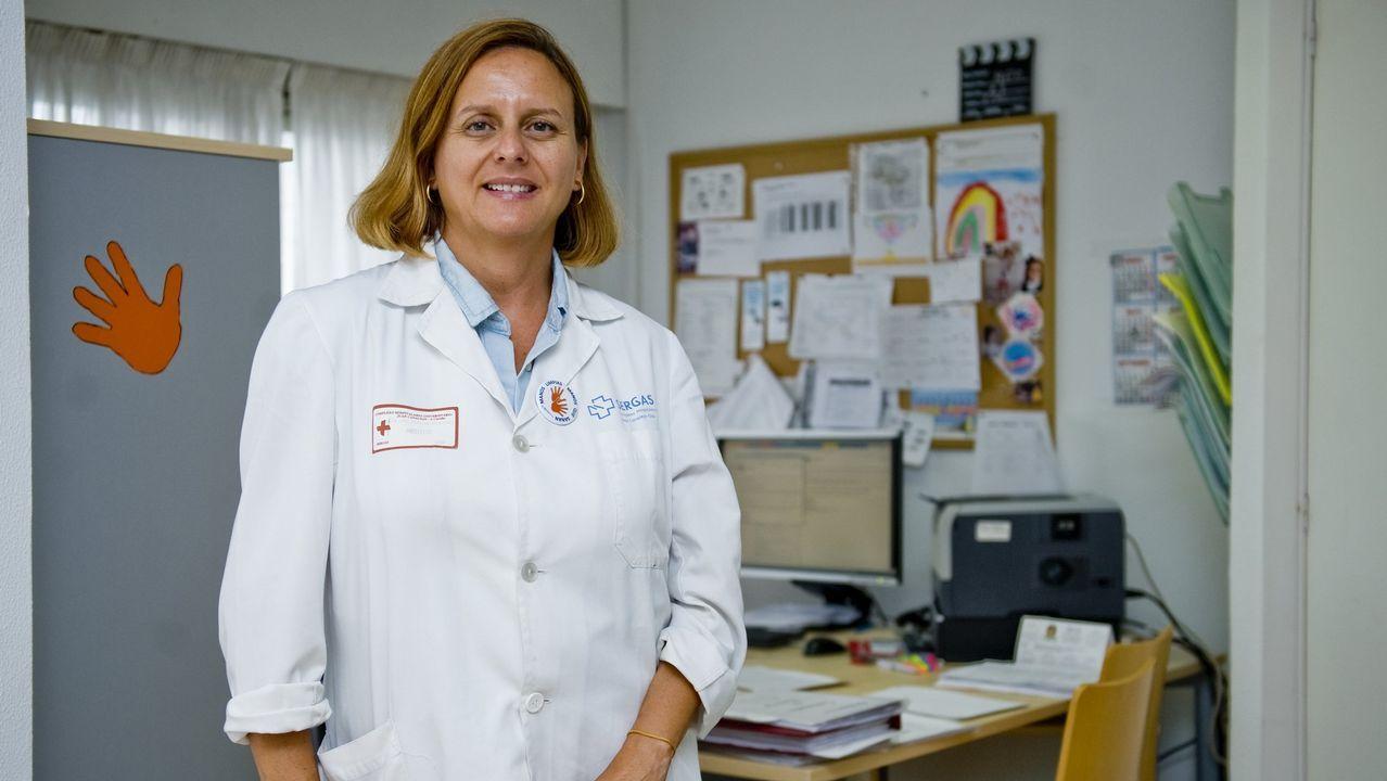 Elisa González, protagonista del reportaje, recogió el premio en nombre de Begoña R. Sotelino