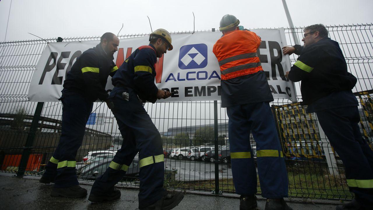 Indignación en la plantilla deAlcoa A Coruña.PROTESSTAS DE LOS TRABAJADORES DE ALCOA POR EL CIERRE DE LA FÁBRICA