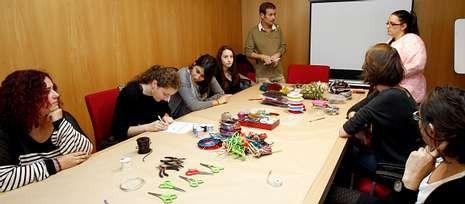 El Ensanche acoge un curso de joyería organizado por el departamento de Xuventude.