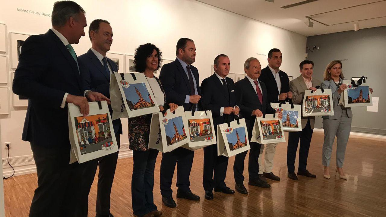 Visitantes Feria de Muestras Asturias.Promotores del proyecto Creemos en Oviedo