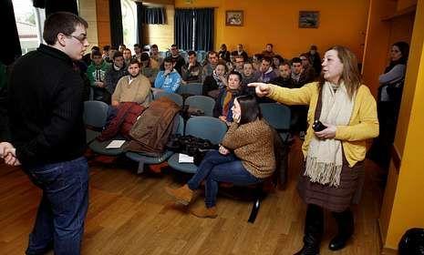 Xuventude y entidades colaboradores presentaron el programa a los inscritos en Coristanco.