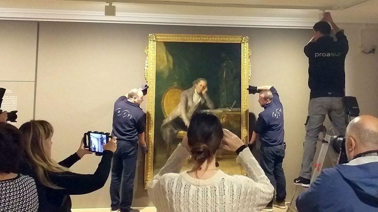 El retrato de Jovellanos por pintado por Goya, cuelga ya de las paredes de su casa natal