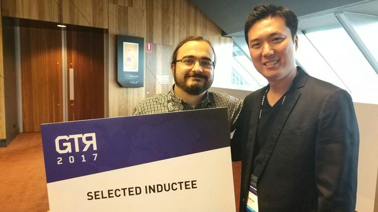 El ovetense Phil González, en Melbourne (Australia), con Danny Woo, el director general de Global Top Round (GTR), tras conseguir financiación de la firma coreana para su proyecto.