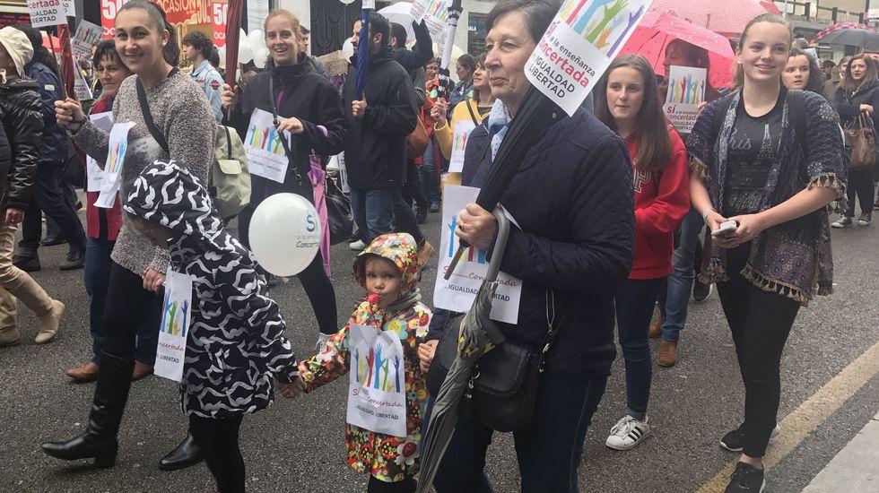 Los niños también participaron en la manifestación en defensa de la escuela concertada.Los niños también participaron en la manifestación en defensa de la escuela concertada