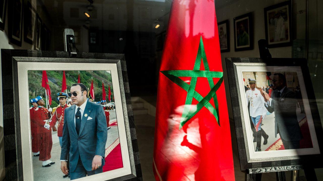 El presidente de Argelia, Abdelmayid Tebune, y el jefe del Ejército, el general Said Chengriha, durante su visita al líder del Frente Polisario, Brahim Gali, en el hospital militar de Argel horas después de llegar desde España