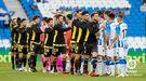 Los jugadores del Oviedo saludan a los de la Real B antes del partido