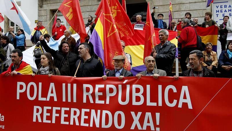 Movilizaciones por el derecho a decidir.<span lang= es-es >Durán, entre dos aguas</span>. Parafraseando a Francesc Cambó, Duran dijo que entre monarquía y república, él dice Cataluña.