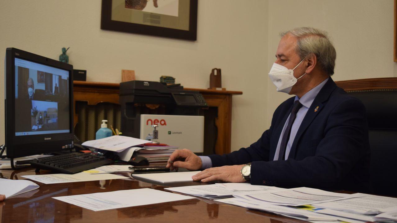 langreo empleo.O presidente da Deputación, José Tomé, no seu despacho