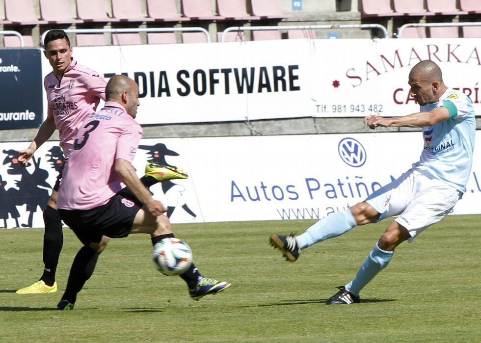 Manu Rodríguez inauguró el marcador con un gran gol en un partido que el Compostela dominó con claridad ante el Avilés.
