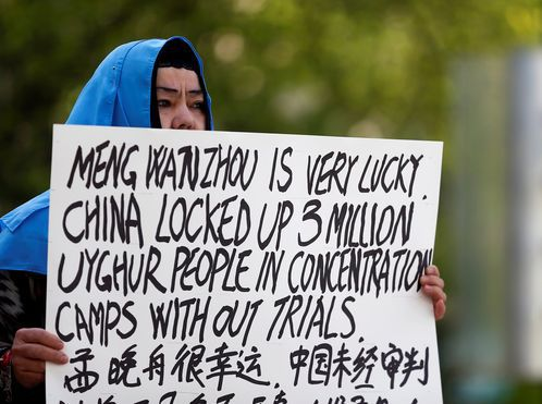 Mujer denuncia la situación de los iugures en Xinjiang, China