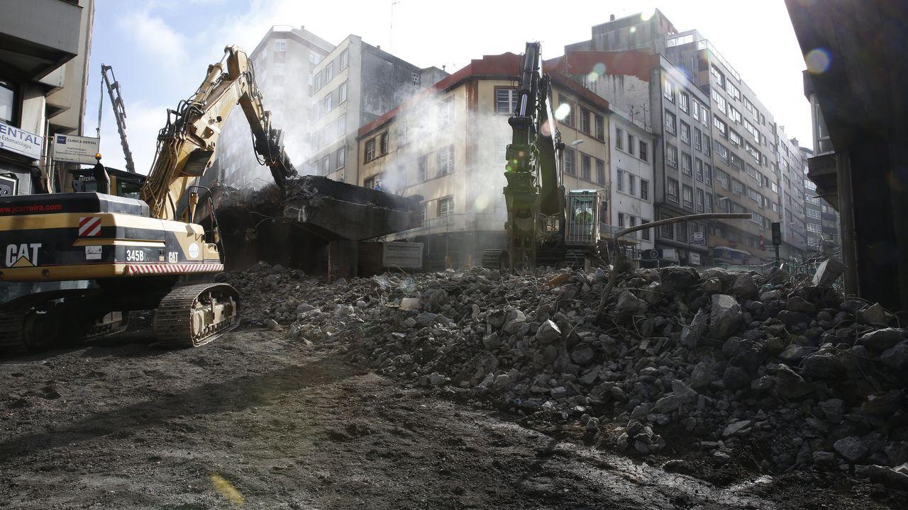 El derribo del viaducto de la ronda de Nelle, 42 años después.El consejero del Interior catalán, Miquel Buch