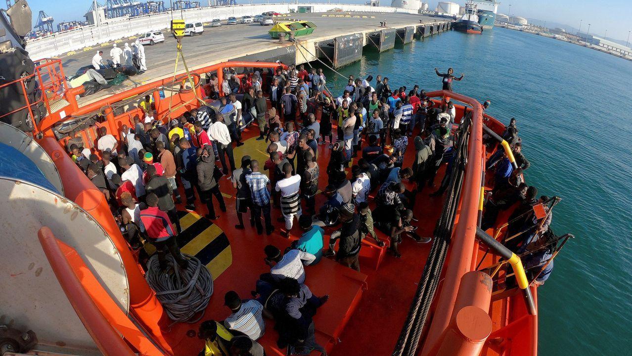Cientos de inmigrantes cruzan la valla de Ceuta.Manifestaciones de protesta contra las políticas de Trump