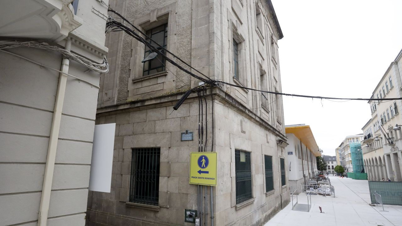 Cómo puede ayudar a los conductoresel 5G.La calle Quiroga Ballesteros, cuyo pavimento fue levantado y renovado, con los cables a la vista