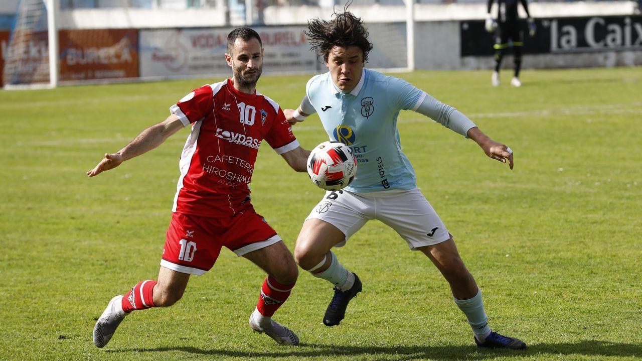 El Viveiro CF gana al UD Atios en casa.Raí, en primer término, durante el entrenamiento de este miércoles