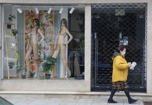 Gobierno y agentes sociales pactan alargar los ERTE más allá del estado de alarma.El líder de Vox, Santiago Abascal