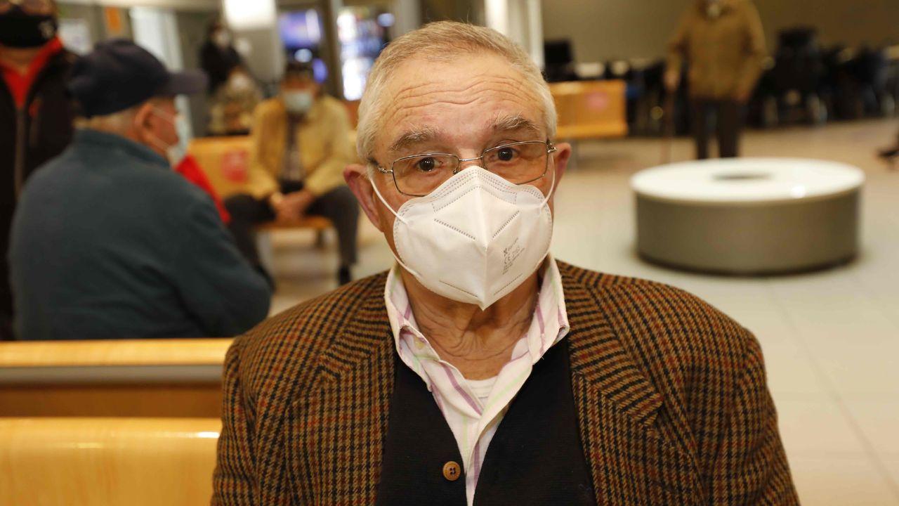 «Vacineime de primeiro na campaña da gripe, e na do coronavirus tamén vou ser dos primeiros», apuntó José Iglesias, vecino de Viveiro de 85 años a quien administraron este lunes la primera dosis de la vacuna de Pfizer