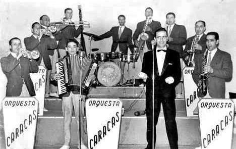 Imagen de la orquesta lalinense fundada por Julio González, que también eran compositor musical.
