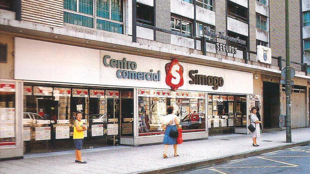 El exitoso bazar Simago en la calle Uría de Oviedo, que vendía desde zapatos y ropa hasta alimentación