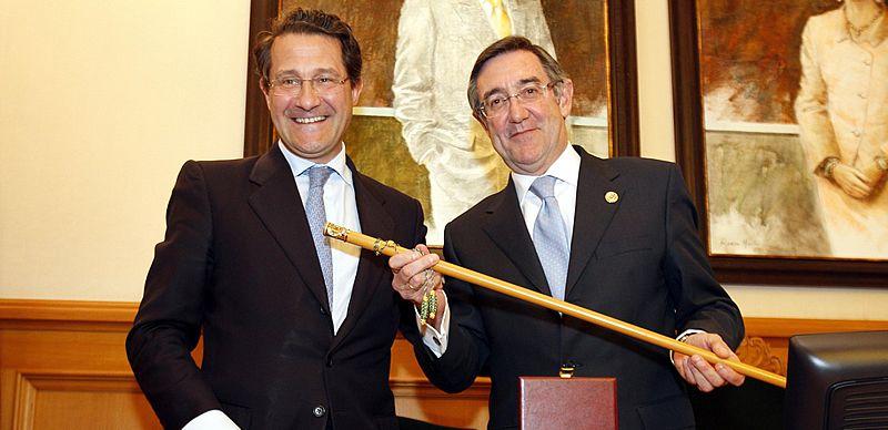 Todos los imputados del PP de Santiago.Conde Roa, en una imagen del pasado mes de julio, tras prestar declaración en el juzgado.