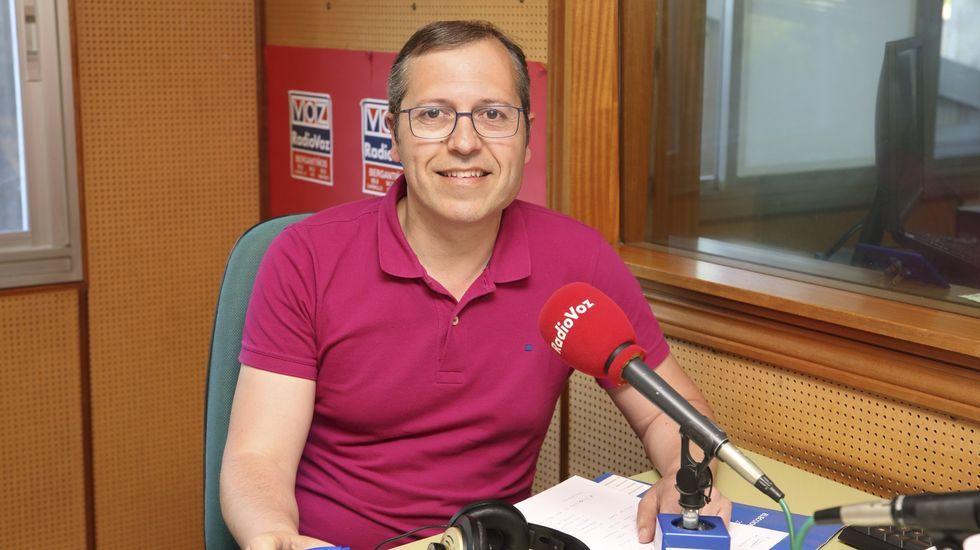 Marcial Sar: «Foi todo moi rápido, en media hora ou tres cuartos, o barco afundiu».Aufiero, en una visita a Radio Voz, antes de la pandemia
