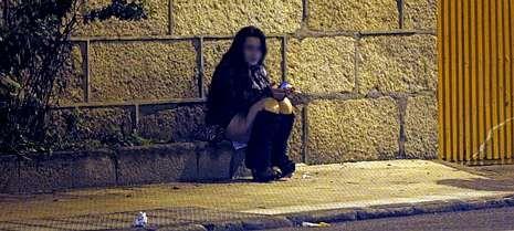 Una mujer, esta misma semana, por la noche, en una calle del entorno de Beiramar.