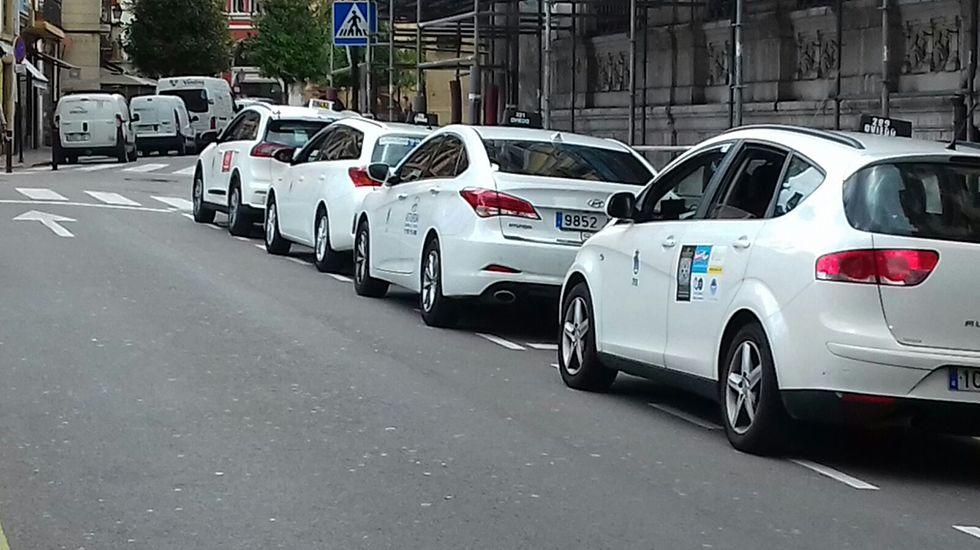Una parada de taxis en Oviedo