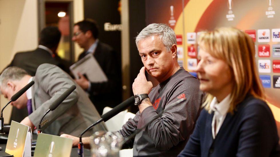 Cara a cara Ajax-Manchester United.Juan Mata