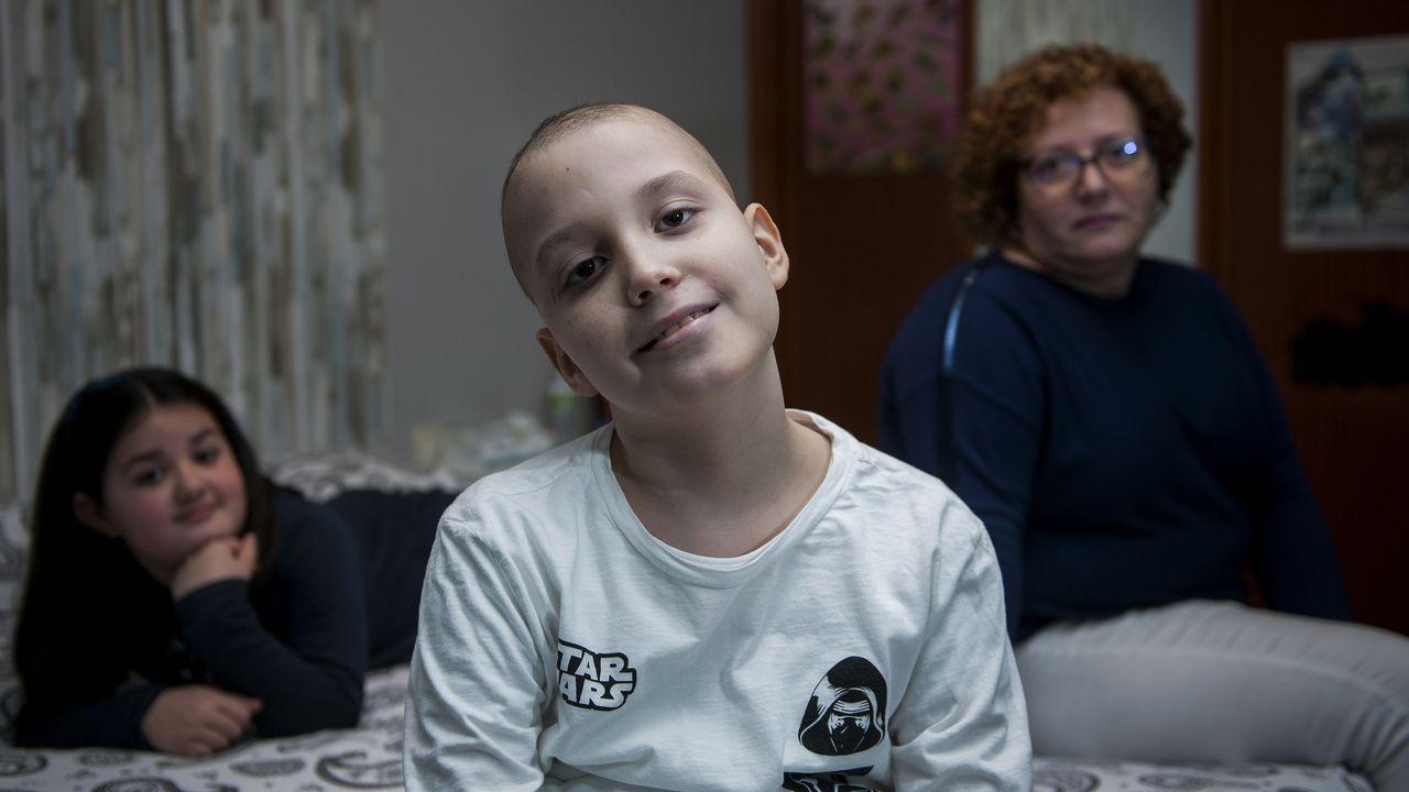 «Gracias a todos los médicos, Derek ya está aquí».Noel niño de Betanzos enfermo de cáncer