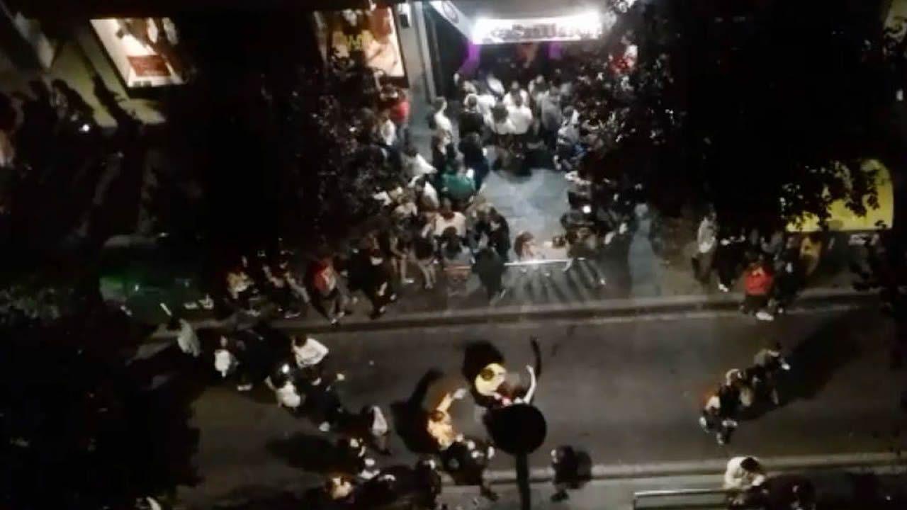 «Cumpleaños feliz» a las 04.30 horas en Santiago.Oposiciones para profesores de infantil, el pasado mes de junio en Ourense