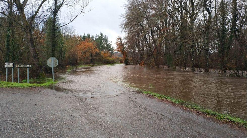 Las lluvias de la semana pasada causaron desbordamientos en A Pobra, como se ve en esta foto del río Rubín en Cereixa