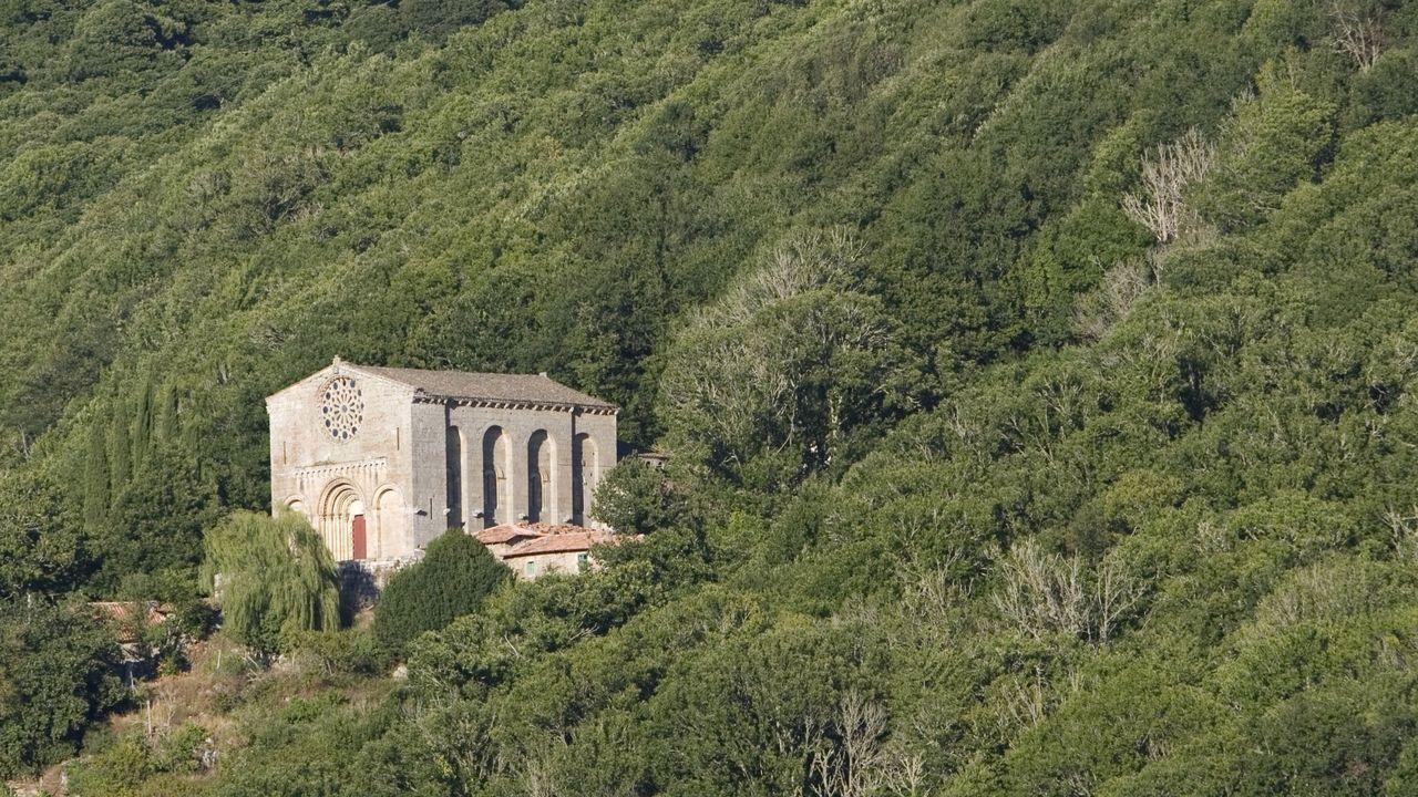 Diez monumentos románicos de la Ribeira Sacra lucense.Santo Estevo de Ribas de Miño, en O Saviñao, es una de las joyas que destaca en esta ruta europea