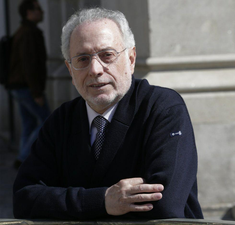 Carlos Oliva.