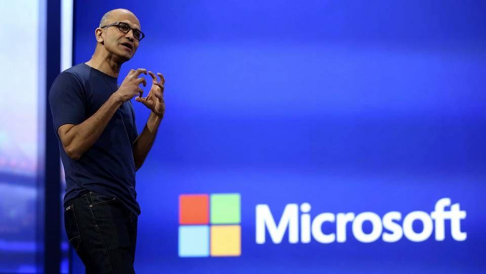 La loca presentación del nuevo dueño de los Clippers.El CEO de Microsoft, Satya Nadella, durante una presentación de la empresa a principios de abril