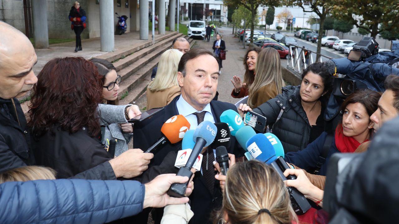 El abogado de los Quer: «Toca hacerle justicia a Diana».El abogado de la familia Quer a la entrada  de la sección sexta de la Audiencia Provincial de A Coruña, con sede en Santiago