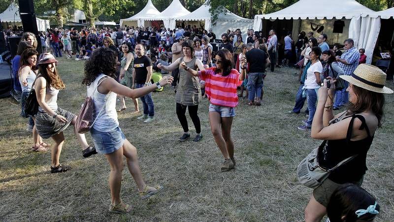 Gaita marcial vs gaita gallega.Durante las jornadas que duró el festival numeroso público asistió a Pardiñas.