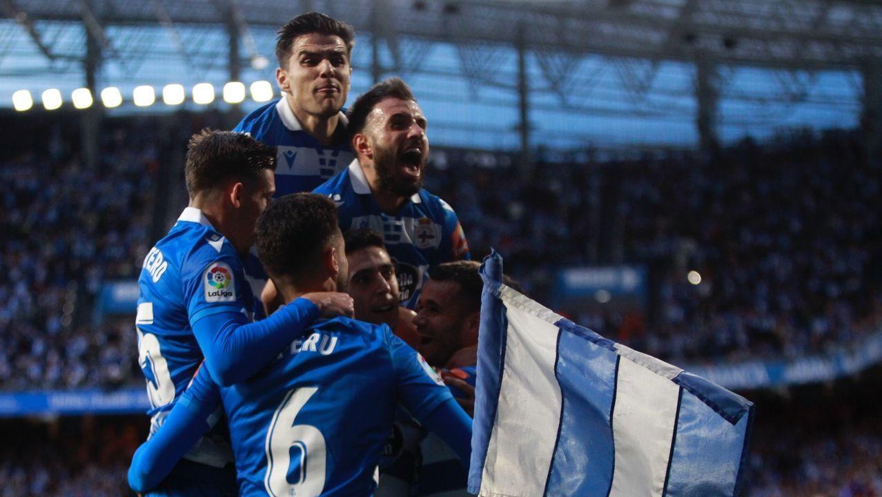 Todas las imágenes del Zaragoza-Deportivo en La Romareda.Bóveda y Mollejo festejan el primer gol frente al Girona