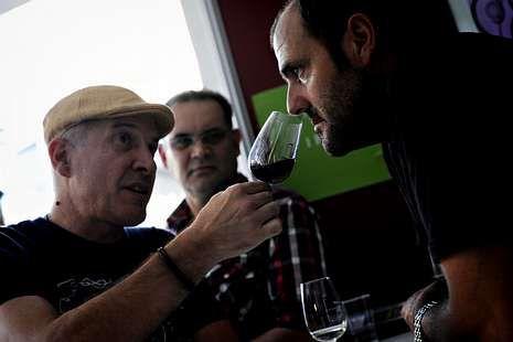 <span lang= es-es >Monterrei presume de vinos</span>. El segundo fin de semana de agosto, en Verín disfrutan la Feira do VIño de la denominación de origen.