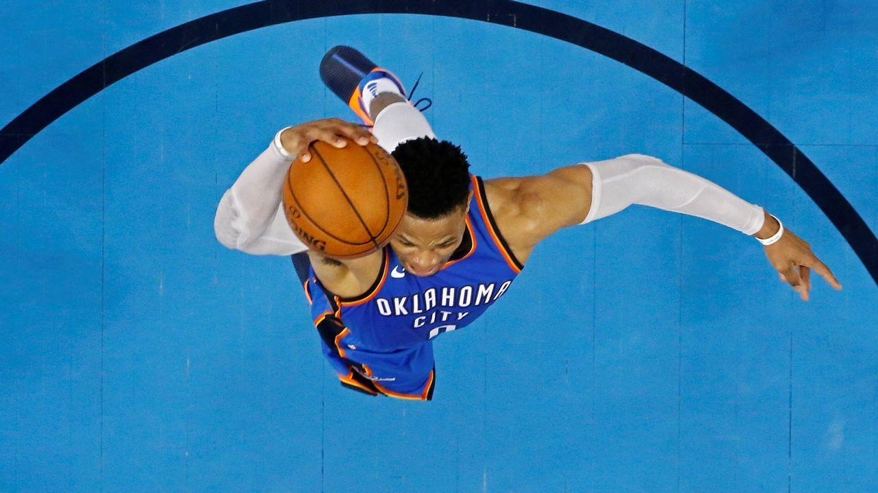 Salto de Russell Westbrook durante su partido con los Thunder