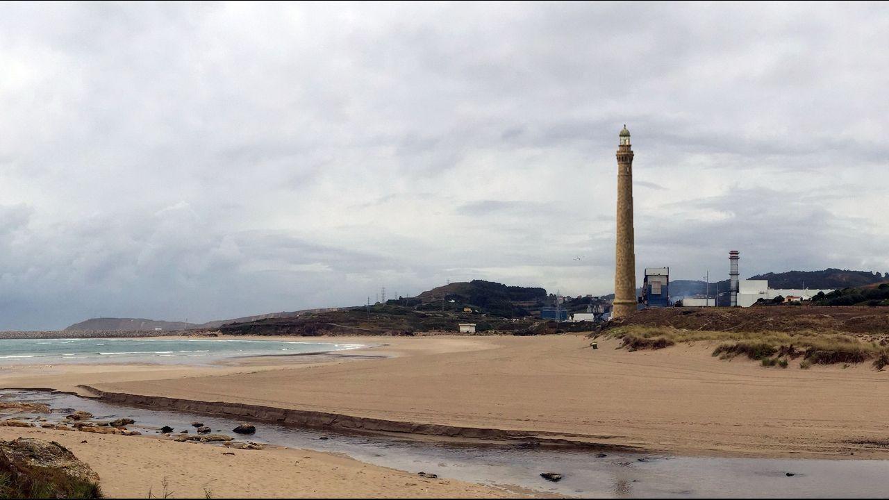 Propuestas de Arquitectura para convertir la chimenea de Fenosa en Sabón en nuevo emblema para el puerto exterior de Punta Langosteira.Pleno municipal en María Pita